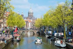 Корабль отклонения на канале в Амстердаме Стоковые Фотографии RF