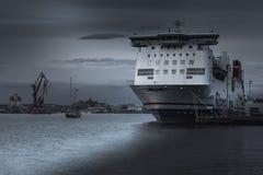 Корабль поставленный на якорь на гавани в Гётеборге стоковое изображение rf