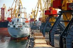 корабль причаленный грузом Стоковое фото RF