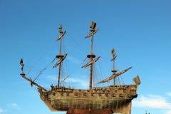 Корабль против неба Санкт-Петербурга Стоковые Изображения RF