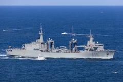 Корабль смазчика replenishment Кантабрии A15 управляемый испанским военно-морским флотом входя в гавань Сиднея стоковые фото