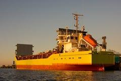 корабль сухой завалки груза готовый к стоковые фото