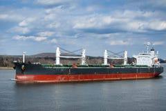 корабль sailing реки несущей насыпного груза шлюпки Стоковая Фотография
