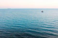 2 корабля плавая на море Летний день на море Стоковая Фотография RF