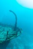 Кораблекрушение в сини океана, Мальдивах стоковые фотографии rf