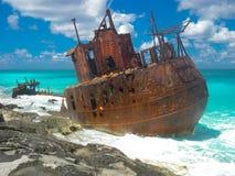 Кораблекрушение на красивом карибском пляже Стоковая Фотография RF