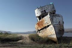 кораблекрушение покинутая шлюпка деревянная Стоковая Фотография