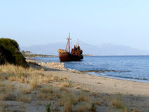 Кораблекрушение Dimitrios на пляже Selinitsa около Gytheio, Греции стоковое фото rf