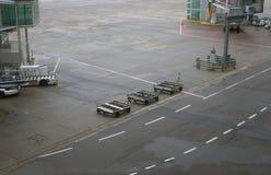 Корабли авиапорта земные готовые для самолета Стоковое фото RF