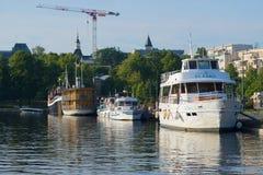 Корабли на портовом районе ` s города вскоре утро лета Lappeenranta стоковое изображение