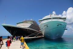 Корабли на причаленном анкере Стоковая Фотография