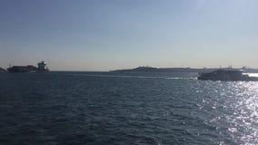 Корабли на bosphorus Стамбула видеоматериал