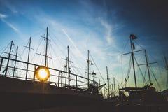 Корабли силуэта на море Стоковое Изображение