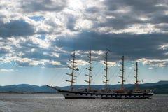 Корабль в водах Cote d'Azur стоковые изображения