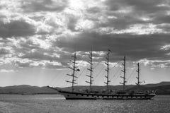 Корабль в водах Cote d'Azur стоковое фото