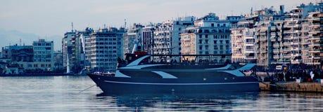 Корабль в городе Стоковое Изображение RF