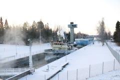 Корабль в канале вполне льда Стоковая Фотография RF
