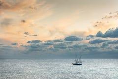 Корабль в штиле на море Стоковая Фотография RF