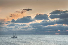 Корабль в штиле на море Стоковое Фото