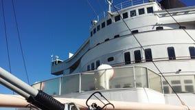 Корабль и небо Стоковая Фотография