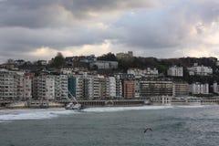 Корабль, который сели на мель на пляже Concha Ла San Sebastian Donostia Стоковое Фото