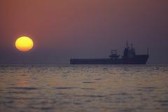 Корабль на зоре Стоковые Изображения