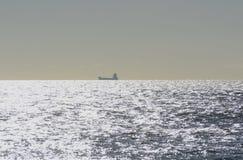 Корабль на море с Брайтона. Англия Стоковые Фото