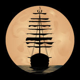 Корабль на предпосылке луны Стоковые Изображения