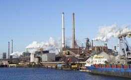 Корабль на фабрике Стоковое Фото