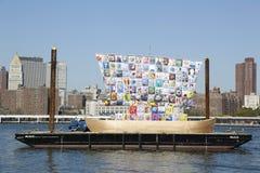 Корабль допуска во время фестиваля искусств 2013 Dumbo в Бруклине Стоковое фото RF