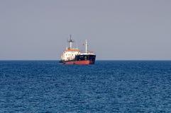 Корабль сух-груза торговца острова на Лимасоле, Кипре стоковое изображение