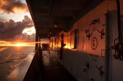 Корабль топливозаправщика на заходе солнца стоковое изображение rf