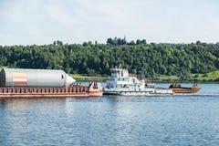Корабль топливозаправщика на реке Стоковая Фотография