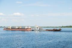 Корабль топливозаправщика на реке Стоковое Изображение