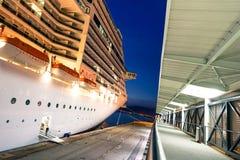 Корабль фантазии MSC состыкованный на порте марселя стоковое изображение