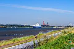 Корабль Ro/Ro на своем пути к порту Стоковое фото RF