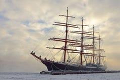 Корабль Sedov в льде в Санкт-Петербурге Стоковое фото RF