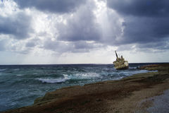 Корабль stucked на утесах стоковое фото rf