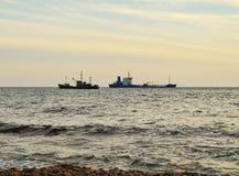 2 корабля врозь в море Стоковые Изображения RF