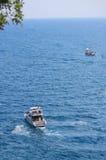 2 корабля в береге mediterrian моря близко  Стоковые Изображения