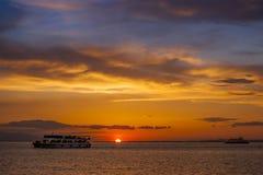 2 корабля на заходе солнца Стоковая Фотография RF