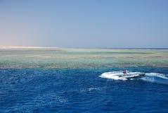 коралловый риф шлюпки Стоковое фото RF