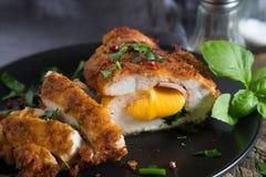 кордон цыпленка Блё Крен цыпленка с ветчиной и сыром стоковое фото rf