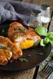 кордон цыпленка Блё Крен цыпленка с ветчиной и сыром стоковые фото