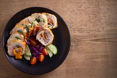 кордон цыпленка Блё Обручи куриной грудки с ветчиной и сыром стоковые изображения