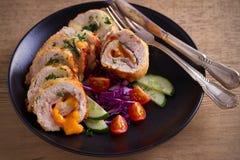 кордон цыпленка Блё Обручи куриной грудки с ветчиной и сыром стоковые изображения rf