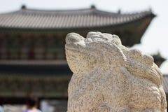 Корейская статуя на дворце Gyeongbok императора, Сеуле Корее Стоковое Изображение RF