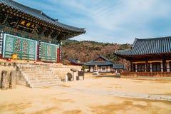 Корейская традиционная архитектура в виске Donghwasa, Корее стоковая фотография