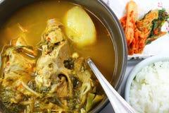 Корейские косточка свинины и суп картошки Стоковая Фотография