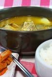 Корейские косточка свинины и суп картошки Стоковые Фото